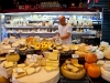 Prodejna sýrů na Carmel trhu.